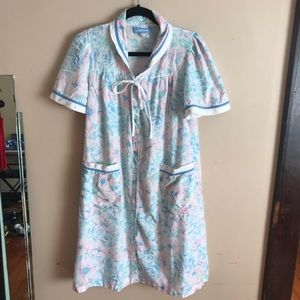 Vintage   Size S. Floral Night Robe